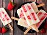 Glaces au yaourt vanille et fraises fraîches