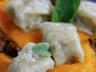 Gnocchi de Roquefort au beurre de sauge sur lit de crème de Potimarron brisures de châtaignes et sauce aux cèpes
