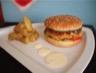 Hamburger made in Benzo potatoes maison et sa sauce creamy deluxe comme au Mac Do avec le goût en plus