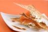 Mille-feuille de saumon fumé vinaigrette rouge et sésame
