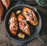 Patates douces rôties au jambon cru Aoste et champignons