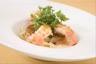 Queues de langoustines en brochette de citronnelle foie gras et céleri poêlés jus de crustacés