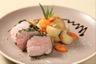 Rosette de filet mignon de porc à l'estragon et moutarde à l'ancienne cocotte de légumes de saison