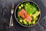 Salade à l'avocat mangue et saumon