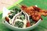 Salade Caesar aiguillettes de poulet en brochette