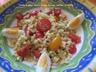 Salade de pâtes-tomates cerises, fromage, oeuf dur, et menthe