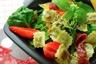 Salade printanière aux Ravioles à poêler Basilic Pousses d'épinards et Fraises