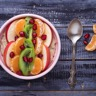 Smoothie bowl porridge kiwi banane clémentine pomme et grenade