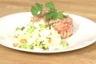 Tartare de saumon aux agrumes salade croquante de chou aux cacahuètes