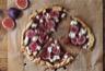 Tarte fine aux oignons rouges figues et mozzarella